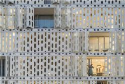 """可开合的""""蜂窝"""":埃米利亚诺酒店 / Oppenheim建筑事务所 & Arthur Casas工作室"""