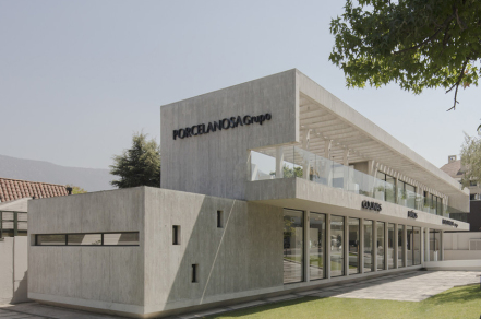 城市中的展示柜:宝路莎展厅 / Gonzalo Mardones V. Arquitectos