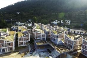 地震后的栖所:金台村重建 / 城村架构