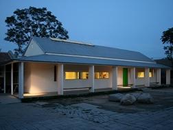 第三届中国建筑传媒奖青年建筑师奖获得者:华黎——常梦关爱中心小食堂