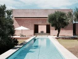 去西班牙旅行,可以住进哪些建筑师设计的作品里?