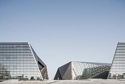"""璧山文化艺术中心:当""""山谷""""向城市开放 / 汤桦建筑设计事务所"""