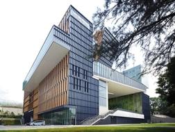 香港珠海学院新校园:将限制转化为灵感 / 许李严建筑师