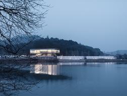 于边界中塑造场所:宁波万科白石湖东社区中心建筑规划 / 水石设计