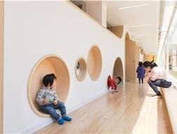 跑马场边,游戏童年:鲱鱼宝宝早教中心 / 立木设计研究室