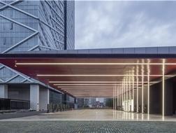 悬挑屋顶下的光与电:英飞特电动汽车充电站 / GLA六和设计