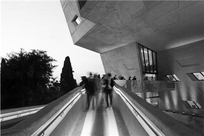 立体的交叉路口:伊萨姆·菲尔斯学院 / Zaha Hadid Architects