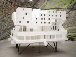 马尔赞设计了一栋公寓,为无家可归者提供住所