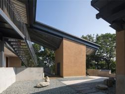 院子的五面风景:秦岭金凤书院 / 土木石建筑
