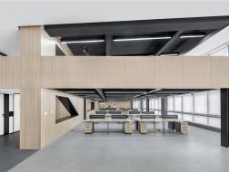 十字夹层暗藏趣味空间:上海舆图科技有限公司办公空间改造 / 米思建筑