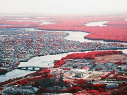 """通过一组红外照片看城市和自然之间的""""争斗"""""""