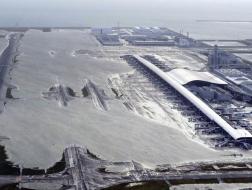 关西机场变港口:日本遭遇25年最强台风