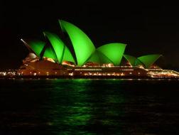 """地标建筑的低碳改造:悉尼歌剧院在""""绿光""""中亮相"""
