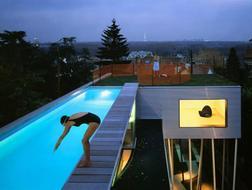 世界各地有趣的泳池设计