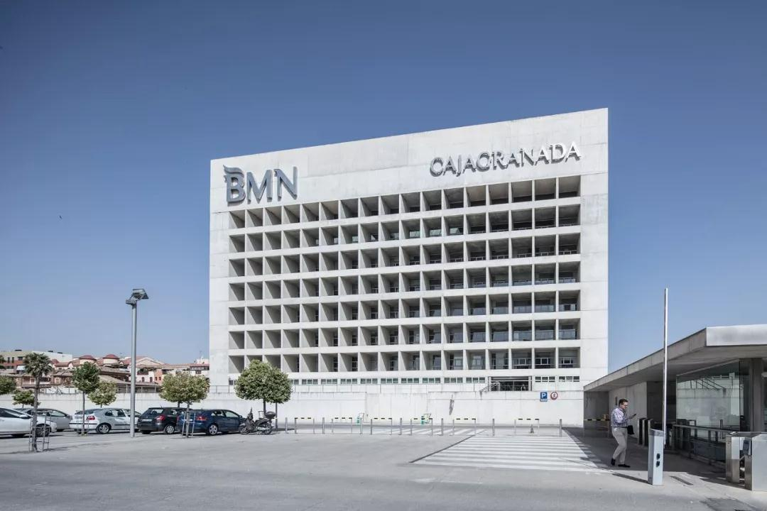 格拉纳达银行