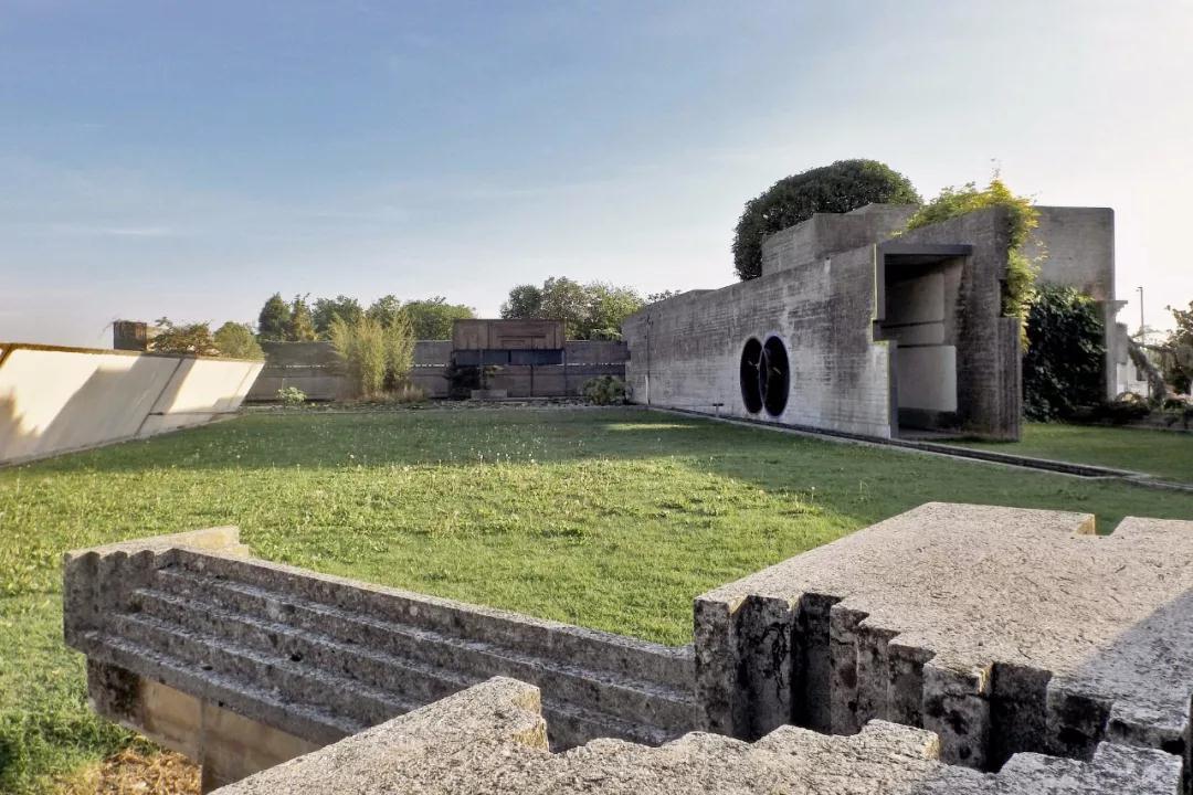 布里昂家族墓园