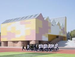 低成本,多趣味:岳阳县第三中学风雨操场兼报告厅 / SUP素朴建筑工作室