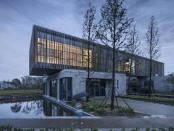 抽象地重现自然:靖江市民俗艺术馆 - 博物馆、展示馆、茶室 / 江苏中锐华东建筑设计研究院