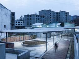 给乡镇一个像样的菜市场:湖北竹溪县龙坝镇菜市场设计 / 小写建筑事务所