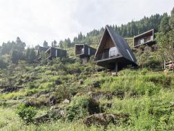自贵州深山中:木屋酒店 / 休耕建筑