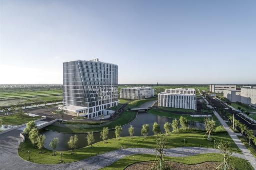 基于环境性能的诗意建构:崇明体育训练中心1、2、3号楼 / 麟和建筑工作室 ATELIER L+