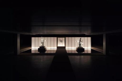在车库里点亮一百盏灯,照亮Lee Broom的地下剧场