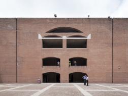经典再读18 | 印度管理学院:砖与拱的故事