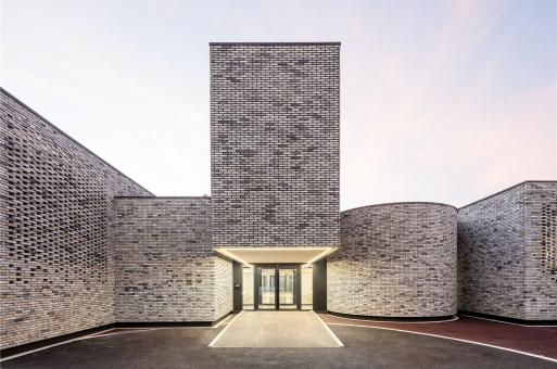 从砖缝漏出的光:Élancourt音乐学校 / Opus 5 architectes