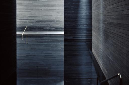 经典再读27 | 瓦尔斯温泉浴场:水石礼赞