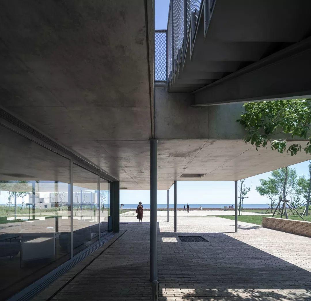 直向建筑新作:海边y餐厅