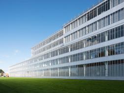 经典再读32 | 凡耐尔工厂:玻璃与钢的诗篇
