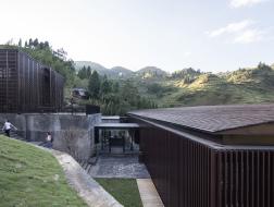 山景中的错落:山间餐厅与酒吧/ 休耕建筑