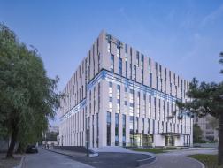 开合有致的空间:清华大学法学院图书馆 / Kokaistudios