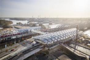 漢堡易北河橋地鐵與城鐵站落成通車,鋼構玻璃拱頂致敬易北河鐵橋