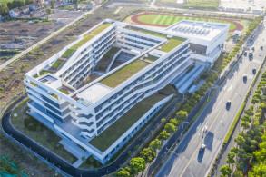 上海唐镇新市镇C-03B-01地块配套中学:围合的共享空间 / 华建集团上海建筑设计研究院有限公司