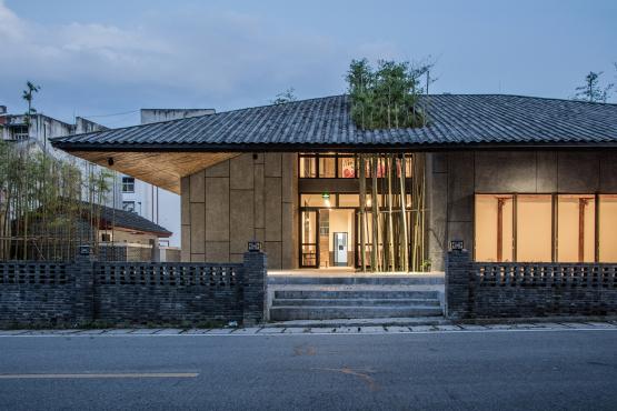 """四川彭州小石村建筑设计实践:""""同一屋檐下"""" / 时地建筑工作室"""