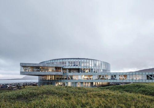 动态的漩涡:托尔斯港Glasir教育中心 / BIG