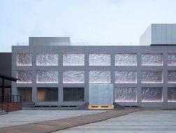 镀锌钢板的立面表情:木木艺术社区改造 / B.L.U.E.建筑事务所