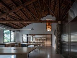 幸福公园:特色走廊体量置入联合办公空间 / Atelier xy