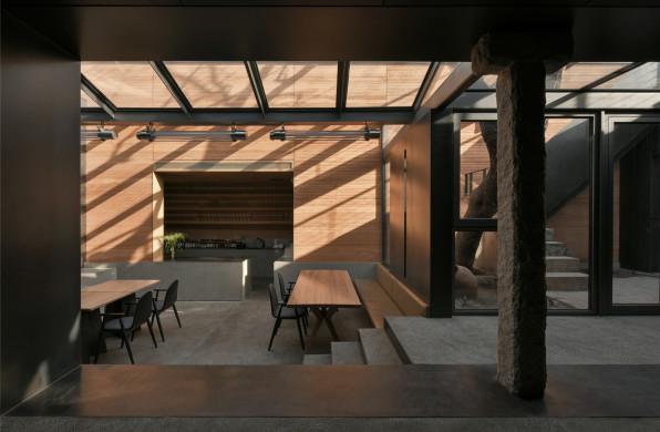 云南文化的现代性表达:崖餐厅 / C+ Architects
