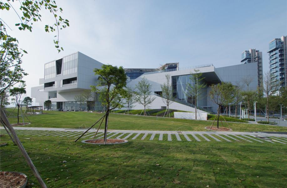 海上世界文化艺术中心:以绿色平台连接城市与建筑 / 槙综合计画事务所