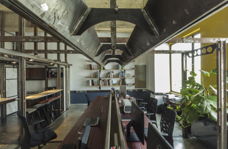 框架系统构建空间层次:建筑办公室 / Studio Juggernaut