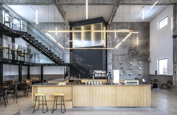 发光盒体分隔空间:苏可咖啡锅炉房改造 / CATS顾问建筑师小组