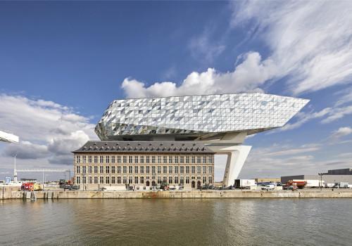 扎哈事务所项目:安特卫普港口大楼,如钻石般闪耀的玻璃立面
