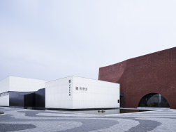 沭阳美术馆:纯粹的色彩共鸣 / 浙江大学建筑设计研究院