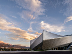 DS+R新作:美国奥运会及残奥会博物馆,向心扭转体量