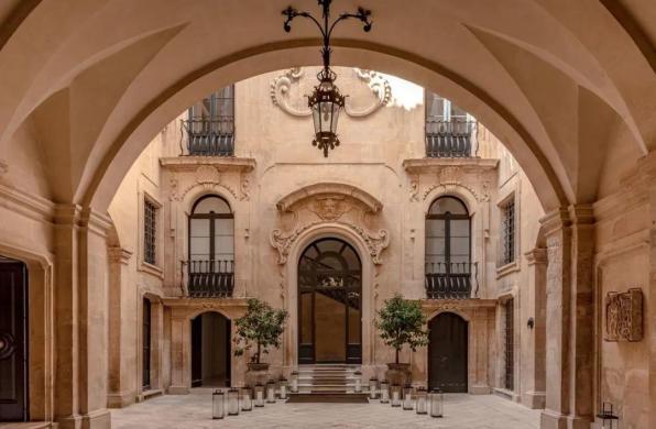 下榻地 | Palazzo Bozzi Corso:寻找宏伟