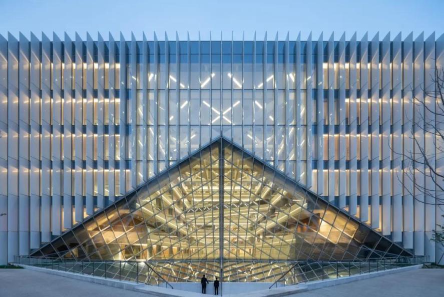OMA北京新作:腾讯北京总部大楼,铺展的悬挑体量