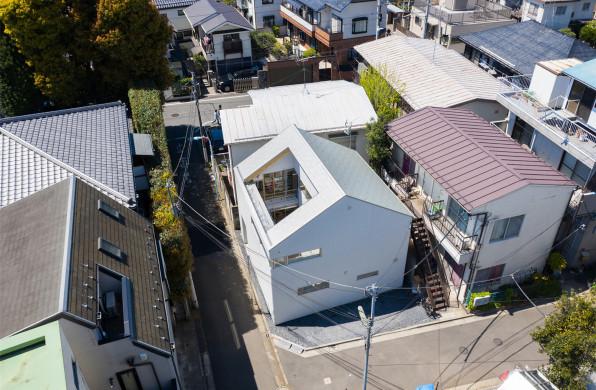 东京天井住宅:居闹市,享自然 / 铃木理考建筑都市事务所