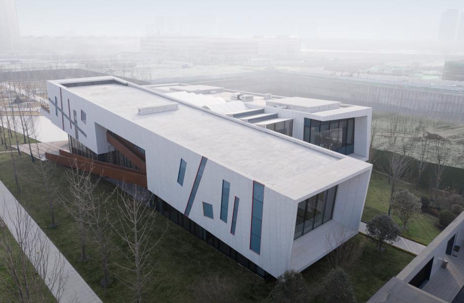 西安绿地能源艺术中心:三个长方体的交错叠加 / 上海日清建筑设计有限公司
